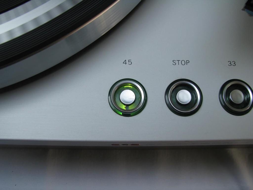 Philips 212 lit 45 RPM button